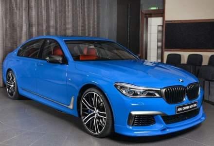 BMW M760Li ne uimeste cu nuanta Santorini Blue