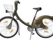 Parizienii pedaleaza pentru...