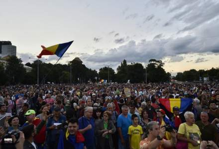 Proteste in Bucuresti: aproximativ 3.000 de manifestanti au blocat Piata Victoriei