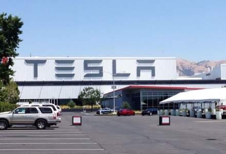 Tensiuni la Tesla: Elon Musk primeste consultanta financiara pentru retragerea constructorului de la bursa. Procese cu investitorii