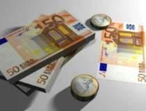 Rezervele valutare sunt in...