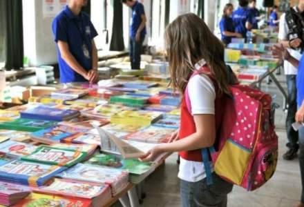 Prima zi de scoala. Valentin Popa promite investitii in educatie si lauda noile manuale pline de greseli