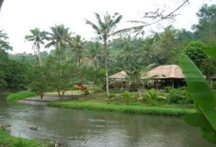 Vacanta in Bali, locul unde poti cina sub cel mai frumos apus de soare din lume