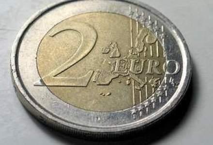 Leul se PRABUSESTE: Cursul oficial sare pragul de 4,6 lei/euro, pentru prima data in istorie