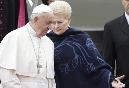 Papa Francisc ii critica la Vilnius pe cei care ''ii expulzeaza pe altii'' si da Lituania drept exemplu de toleranta