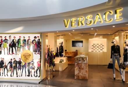Casa de moda Versace s-ar putea vinde pentru 2 mld. de dolari