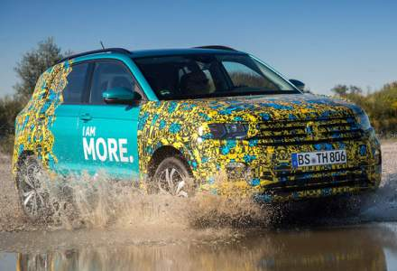 SUV-ul Volkswagen T-Cross va fi prezentat in 25 octombrie: portbagaj de 455 de litri si motorizari preluate din gama Polo