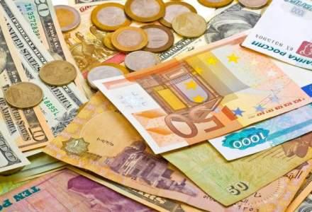 Curs valutar BNR astazi, 5 octombrie: euro ramane la un pas de maximul istoric in fata leului, iar dolarul isi continua raliul