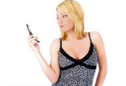 Te uiti non-stop la telefon si il simti vibrand? Vezi daca suferi de aceste patru boli tehnologice
