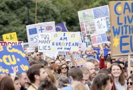"""Londra: Manifestatie pentru un nou referendum asupra Brexit, la apelul People's Vote, o miscare militanta pentru un """"vot popular"""""""