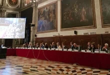 """Revista presei 24 octombrie: Ce """"artificii"""" tehnice au ales oficialii romani ca sa insele Comisia de la Venetia"""