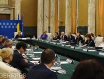 Zece ministri risca...
