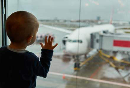 """INS admite ca nu exista date oficiale cu privire la copiii ai caror parinti au emigrat! Un studiu """"exploratoriu"""" spune ca sunt 100.000"""