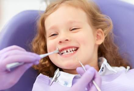 Piata de servicii stomatologice creste, insa romanii isi schimba periuta de dinti la 2-3 ani