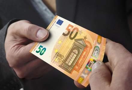 O firma a platit fiecarui angajat o prima de 30.000 de euro in loc de 100. Bineinteles, dintr-o greseala