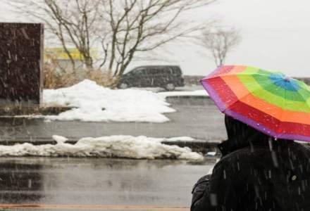 Meteorologii anunta ninsori, ploi si vant pentru Bucuresti. Frig in toata tara