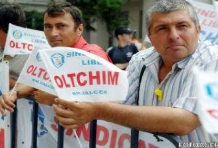 "Protest a peste 300 de angajati ai Oltchim. Ponta: Chitoiu raspunde cu ""capul, viata si tot"" de situatia companiei"