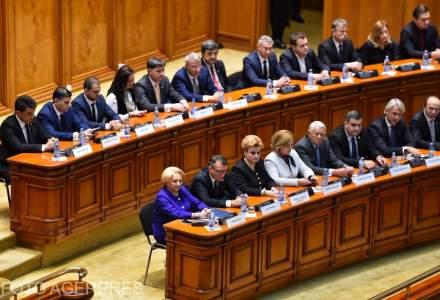 Sedinta solemna de Centenar: Iohannis cere parlamentarilor sa asculte vocea romanilor, Dancila vrea pace politica