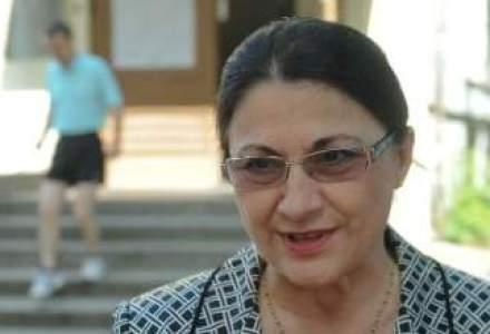 """Ecaterina Andronescu: """"Absolventii vor putea sustine bacalaureatul profesional si pe cel national in acelasi timp"""""""