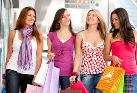 13 ani de shopping la mall: o calatorie in timp cu fantani arteziene, extaz si agonie