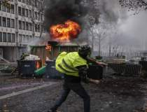 Proteste la Paris: 354 de...