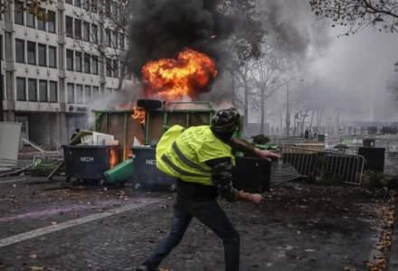 """Proteste Paris: Peste 1.000 de persoane au fost somate cu ocazia actiuni desfasurate de """"vestele galbene"""""""