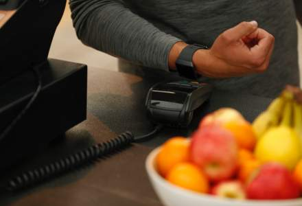 Fitbit Pay, disponibil acum in Romania pentru clientii Bancii Transilvania