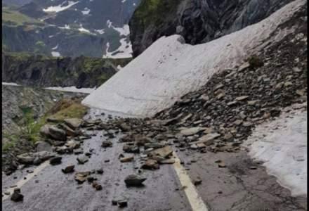 O alunecare de teren a blocat DN 7C - Transfagarasan
