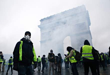 """""""Vestele galbene"""": 74 de persoane, in arest preventiv la Paris"""