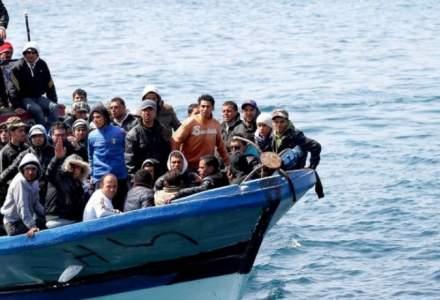 Cel putin 15 migranti au disparut sambata in apele Mediteranei. Bilantul ar fi de peste 100 de persoane disparute