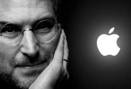 """Un an de la moartea lui Steve Jobs: Cum arata Apple fara geniul din spatele """"marului muscat""""?"""