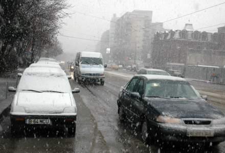 UPDATE Circulatia pe toate autostrazile si drumurile nationale, deschisa. In Capitala, troleibuzele circula cu dificultate