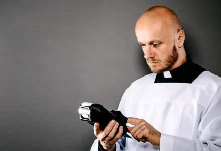 Bisericile britanice lanseaza cutia milei unde platesti cu cardul. Donatiile s-au dublat!