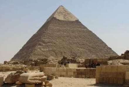 Egiptul face eforturi pentru a atrage turisti si redeschide piramida lui Kefren