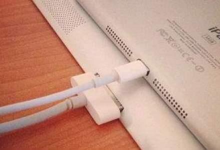 """Apple va prezenta iPad Mini pe 23 octombrie, """"luand fata"""" tabletei Microsoft Surface"""