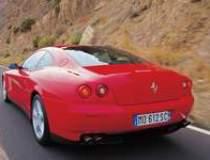 Ferrari parcheaza in mai in...