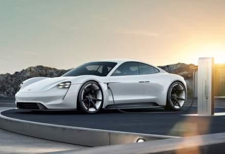 Sportiva electrica Porsche Taycan a ajuns deja la 20.000 de precomenzi. Versiunea de serie va fi prezentata in septembrie