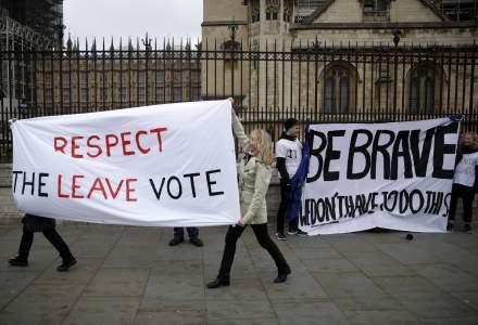 Parlamentul Regatului Unit a respins ultima versiune de acord privind Brexit-ul. Care sunt scenariile posibile?