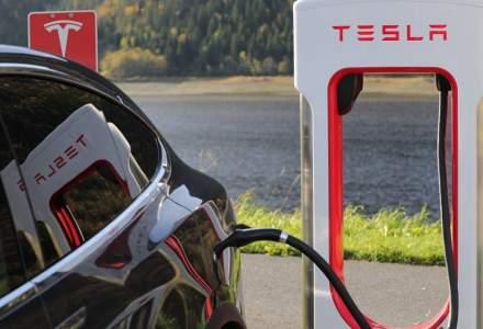 Fiat Chrysler isi va unifica flota cu Tesla pentru a evita amenzile impuse de UE pentru emisiile de CO2