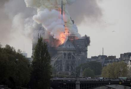 Incendiu la catedrala Notre-Dame din Paris: presedintele Frantei, Emmanuel Macron, anuleaza un discurs programat catre natiune