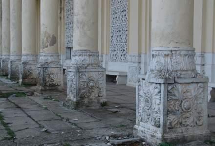 Monumente istorice care se dezintegreaza in Bucuresti: casa Miclescu si moara lui Assan [FOTO]