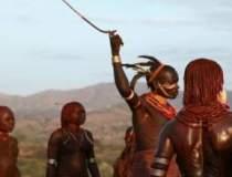 Femeile dintr-un trib din...