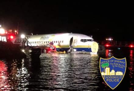 Un Boeing 737 a iesit de pe pista si a aterizat intr-un rau