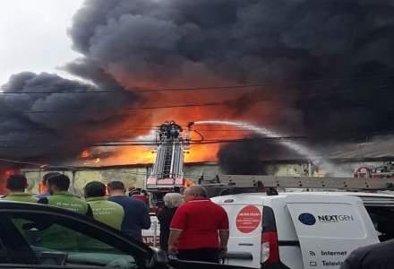 Incendiu de proportii la centrul comercial Doraly din Afumati