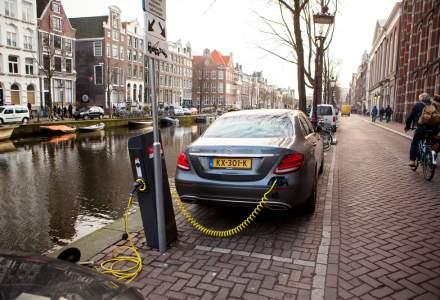 Amsterdam va interzice circulatia ambarcatiunilor pe benzina sau diesel din 2025 si pe cea a autoturismelor din 2030