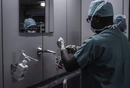 Premiera. Un spital vrea sa monitorizeze daca medicii se dezinfecteaza pe maini cand interactioneaza cu pacientii