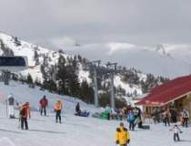 Turistii pot schia in acest...