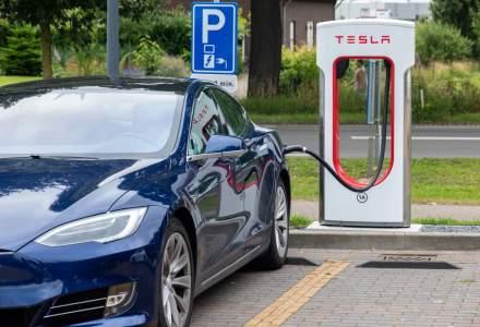 Tesla va limita la 80% incarcarea bateriilor la statiile rapide pentru a reduce timpul de asteptare
