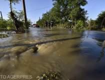 Inundatiile au afectat 159 de...