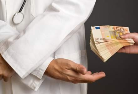VIDEO Ancheta in Faget, dupa ce o pacienta i-a cerut inapoi banii dati ca mita medicului care a operat-o